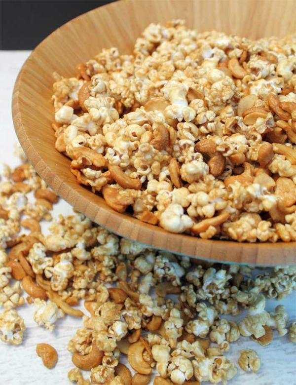 Caramel cashew popcorn in a bowl