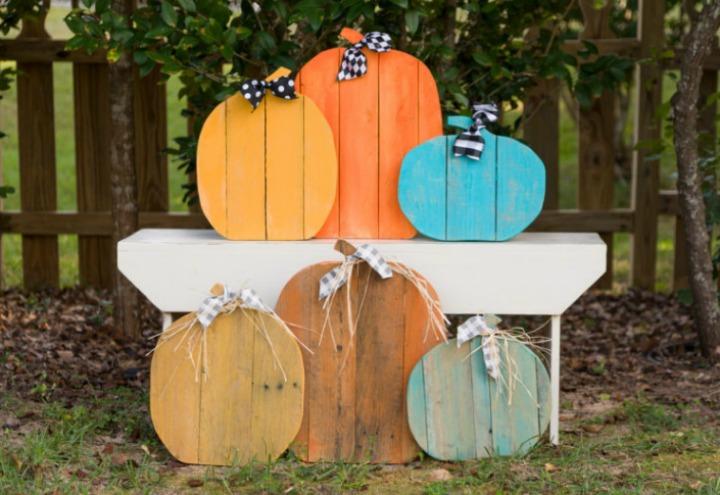 rustic pallet pumpkins